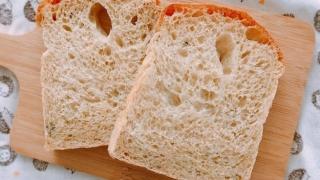 タイム入り食パン