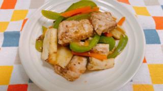 カジキマグロと野菜のガラムマサラ炒め