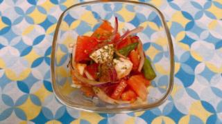 トマトとモッツアレラチーズのバルサミコドレッシングサラダ